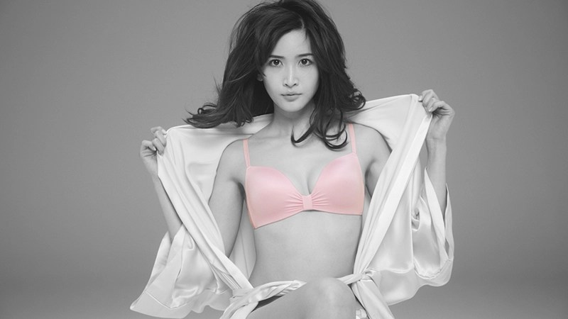 紗栄子!CMでは放映されなかった表情PEACH JOHN 公開 紗栄子の美しい下着姿の奥の表情