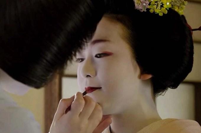 浅田真央 舞妓さん姿で京舞に挑戦!エアウィーヴ新CMで舞妓の和化粧も色っぽく似合う!