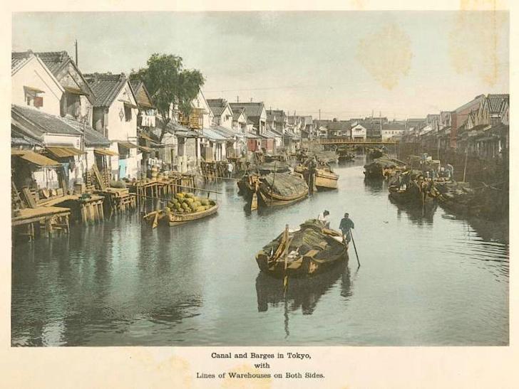 明治時代の東京の運河(人工着色写真/ニューヨーク国立図書館蔵)