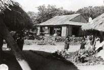 トタン葺き校舎