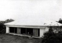現在の茶花公民館の敷地にあって、当時島で唯一のイベント会場として いろいろな社会行事や、島外からの演劇などもここで開催されました。また、茶花小学校を鉄筋校舎に建て替える間の2年間近く、教室としても使われました。