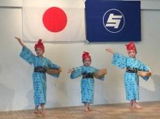 子ども達によるかわいい踊りは大喝采