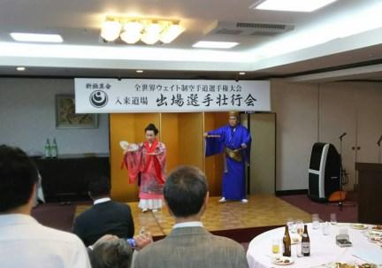 竹内会長夫妻による「御前風」で余興開始