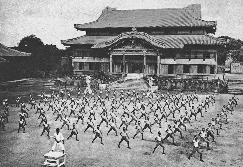 Karate leerlingen in Okinawa Japan