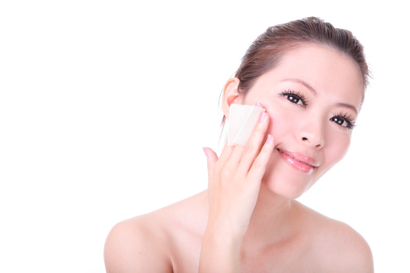 Girl remove makeup by Cleansing cotton tissue