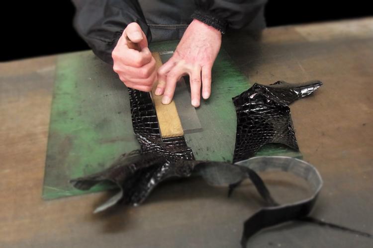 スモールクロコダイルシャイニングベルト製作工程