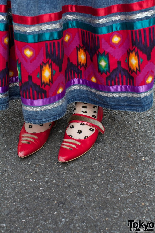 Pointed red Umbilical shoes & dotted socks