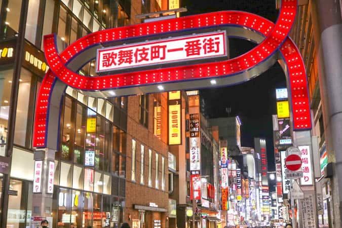 1d34d5d542822 東京でも指折りの歓楽街「新宿歌舞伎町」や「新宿2丁目」。「新宿」は飲み屋街としてだけでなく、エンターテインメントショーを開催しているお店が多数存在。