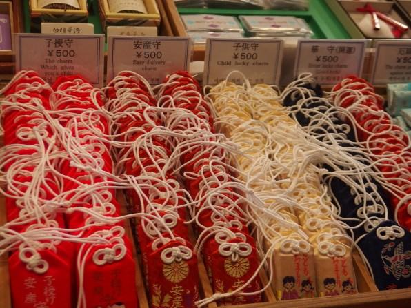 Amuletos no templo Todai-ji, Nara, Japão