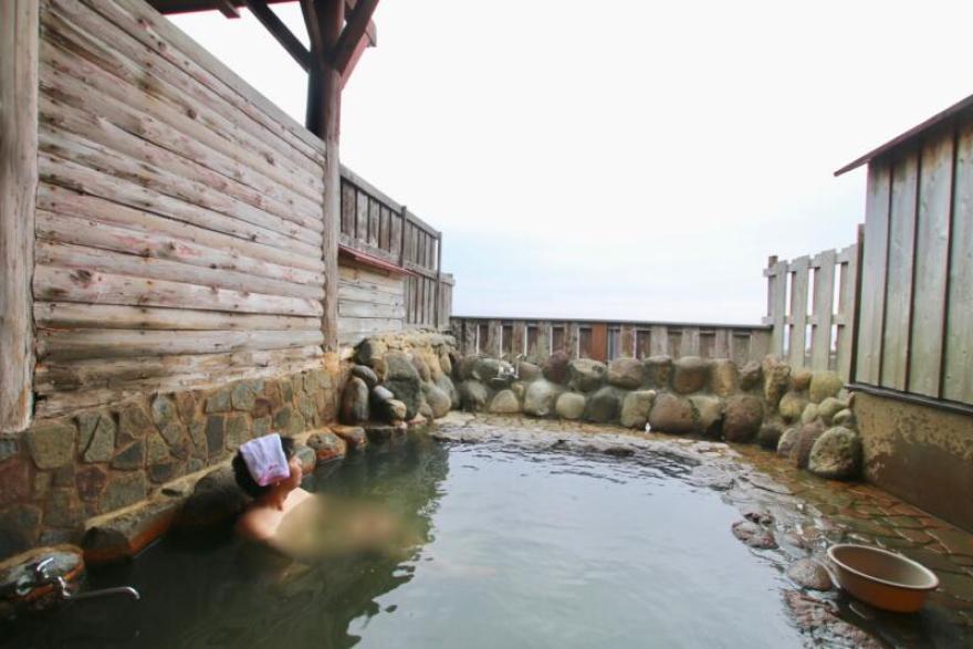 海沿いの公衆露天風呂「磯の湯」