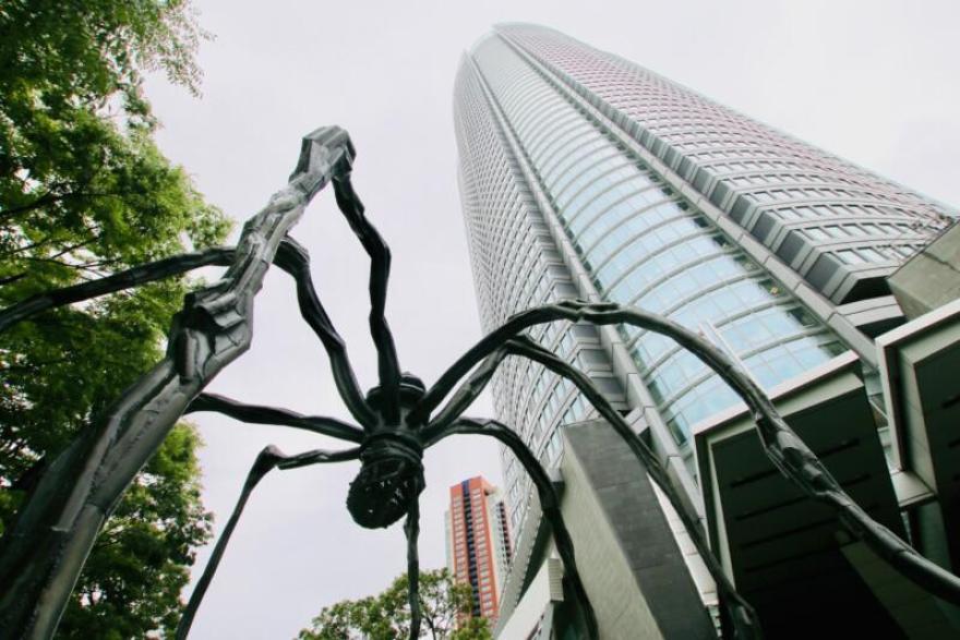 六本木ヒルズの巨大な蜘蛛のオブジェ「ママン」
