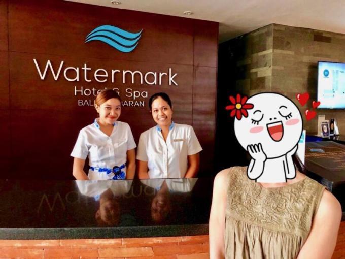 ウォーターマーク ホテル&スパ バリ ジンバランホテルの人もみんな優しい笑顔に嫁さんもウットリ