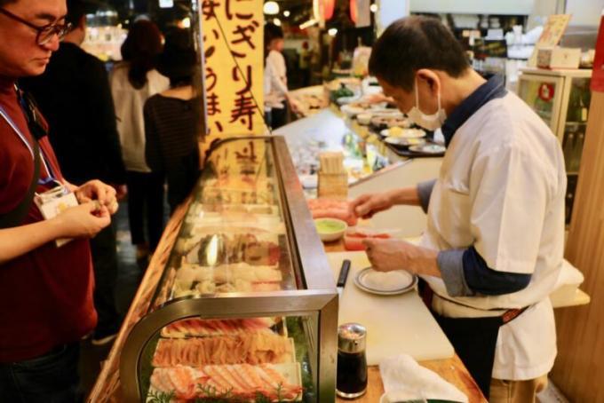 ひろめ市場で寿司