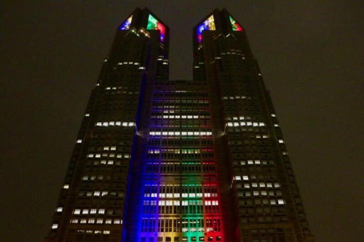 都庁1000日前ライトアップ