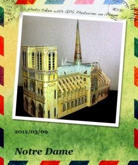 紙製のノートルダム寺院