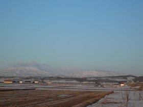 残雪残る北海道の風景