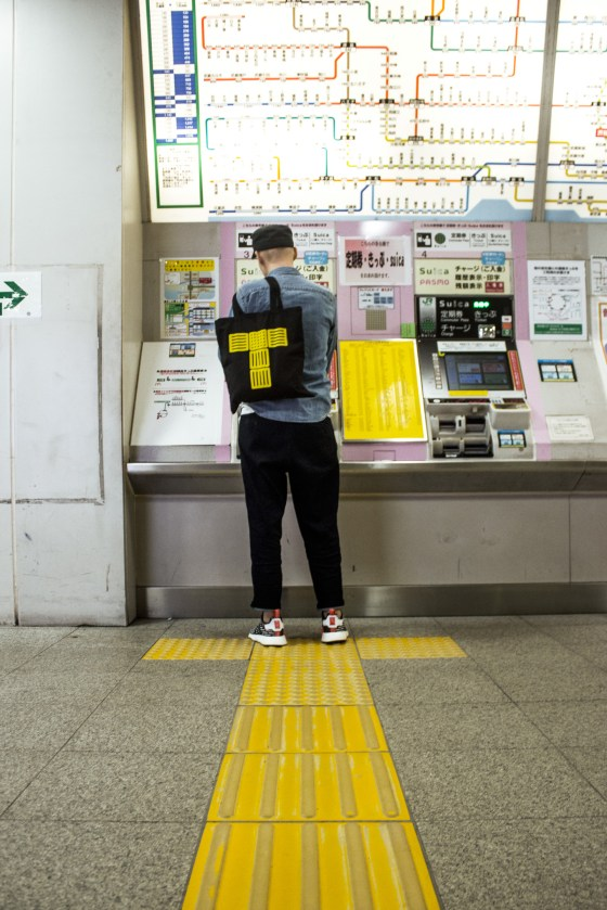 Tokyo Signs™ - Products inspired by the streets of Tokyo - Tactile Paving Tote Bag