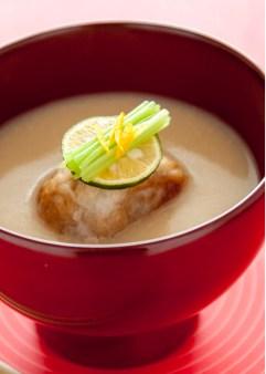 百合根饅頭の湯葉巻きの白みそ仕立ての椀