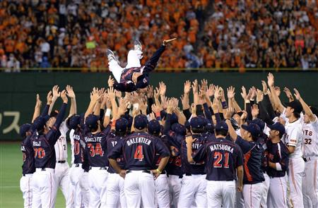 Miyamoto gets a final send off from the Swallows and the Giants.
