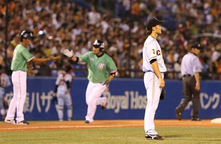 Hatake rounds the bases in the 7th for what deserved to be the decisive hit