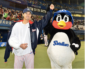 Ishiyama being held up by Tsubakuro after another strong pitching performance.