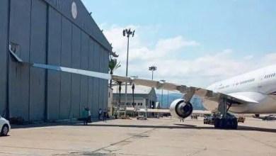 Photo of Macron'un uçağı hangara çarptı