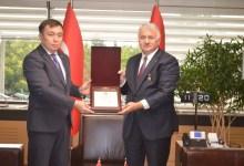 Photo of Kırgızistan'dan THY Genel Müdürü'ne ödül