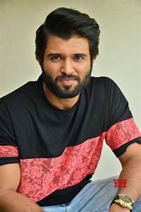 rowdy hero vijay deverakonda controversial comments on ladies