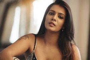Meera Mithun Turns Kollywood's Sri Reddy, Claims To Have Industry Bigwigs' Dark Secrets