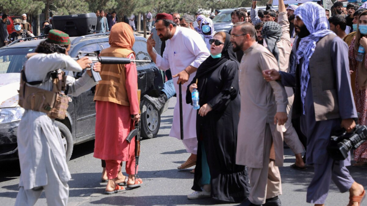 Woman protester stands firm as Taliban fighter points gun at her | Viral picture - World News