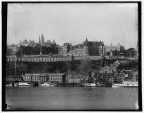 Québec et le Château Frontenac vus de Lévis entre 1890 et 1901. /Quebec and the Chateau Frontenac from Levis, Quebec
