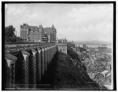 Château Frontenac et Terrasse Dufferin, vers 1901. / Chateau Frontenac & Dufferin Terrace, Quebec