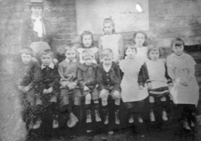 Tollerton Sch Town End   now N End cott 1906 approx