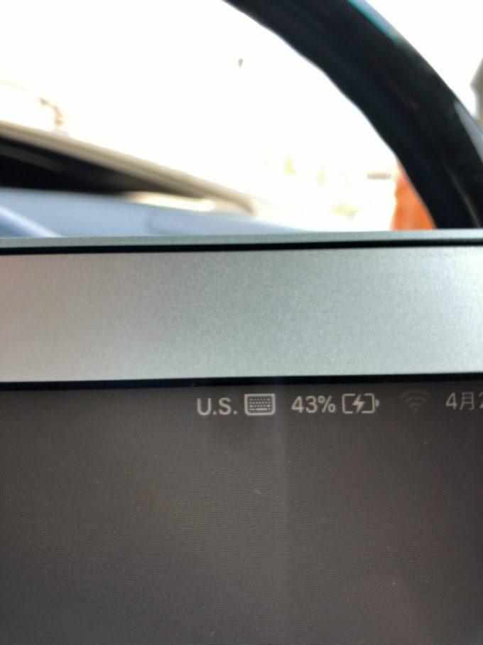 AUKEYカーインバーターで充電するMacBookの画面