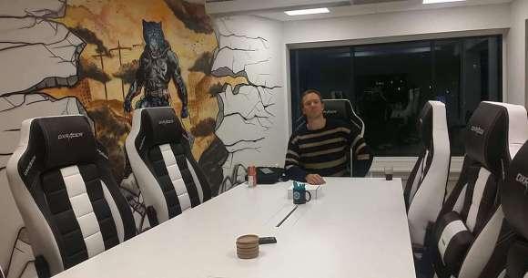 Tomas i konferensrum hos Woocode
