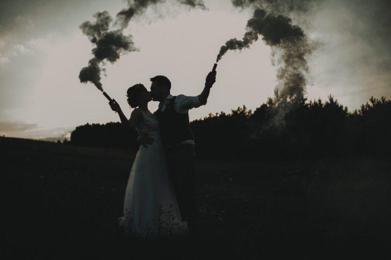 sesja ślubna plenerowa ranczo w dolinie dym świeca dymna