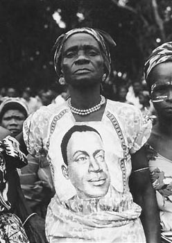 A woman wearing a President Houphouët-Boigny print dress, 1965. (source via bakwaba.perso.neuf.fr)