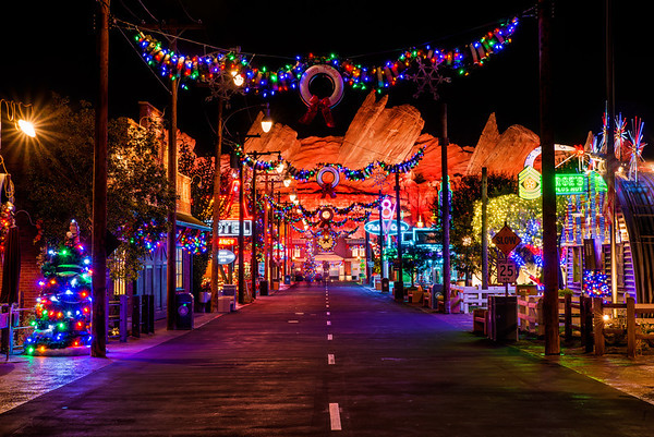 our disneyland crowd calendars when to visit disneyland offers color coded crowd calendars for november and december that should provide you with info on - When Does Disney Decorate For Christmas 2017