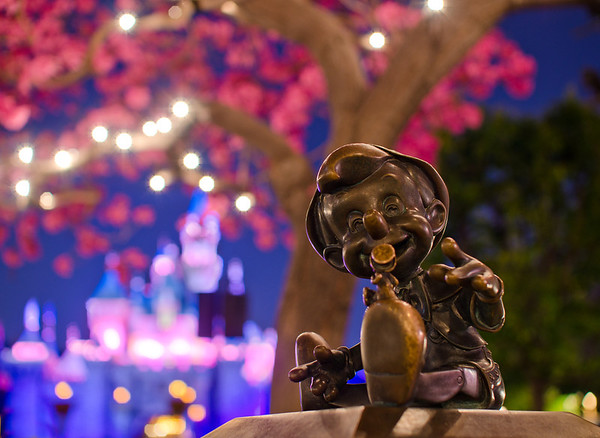 Pinocchio statue at Disneyland. Photo taken with the Sigma 30mm f/1.4 lens. Lens review: https://www.disneytouristblog.com/sigma-30mm-f1-4-lens-review/