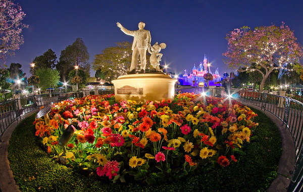 Want to plan the perfect Disneyland visit? Here are 101 of our BEST tips! https://www.disneytouristblog.com/101-best-disneyland-tips/