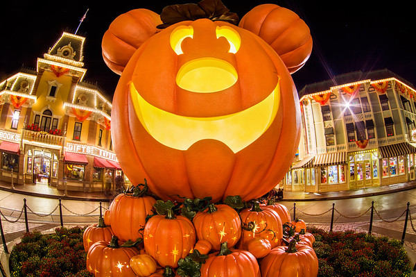 Guide to Halloween Time at Disneyland - Disney Tourist Blog