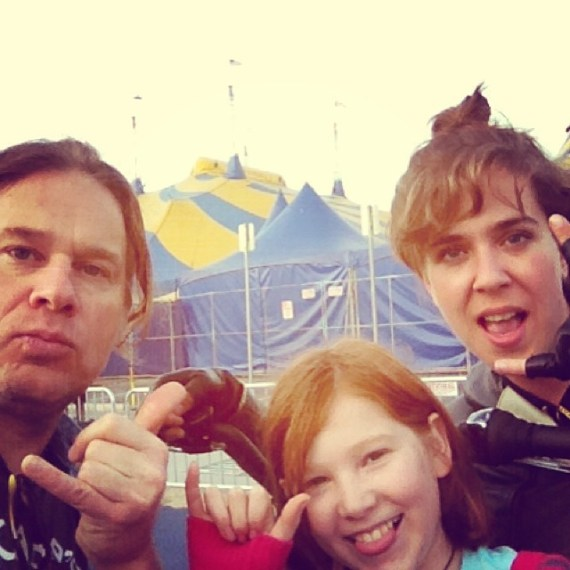 Bike ride stop at #cirquedusoleil with @serenaryder and @d_loves_dogs