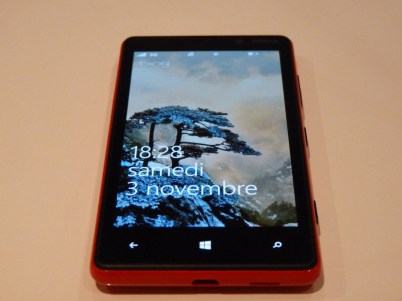 Nokia Lumia 820 Face allumée 2
