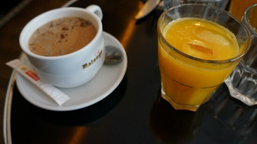 Jus d'orange et chocolat chaud