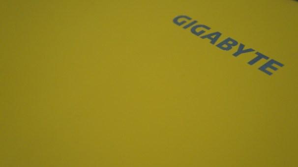 capot jaune Gigabyte P25W