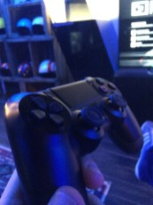 Appartement 4 Sony PS4 Dualshock face