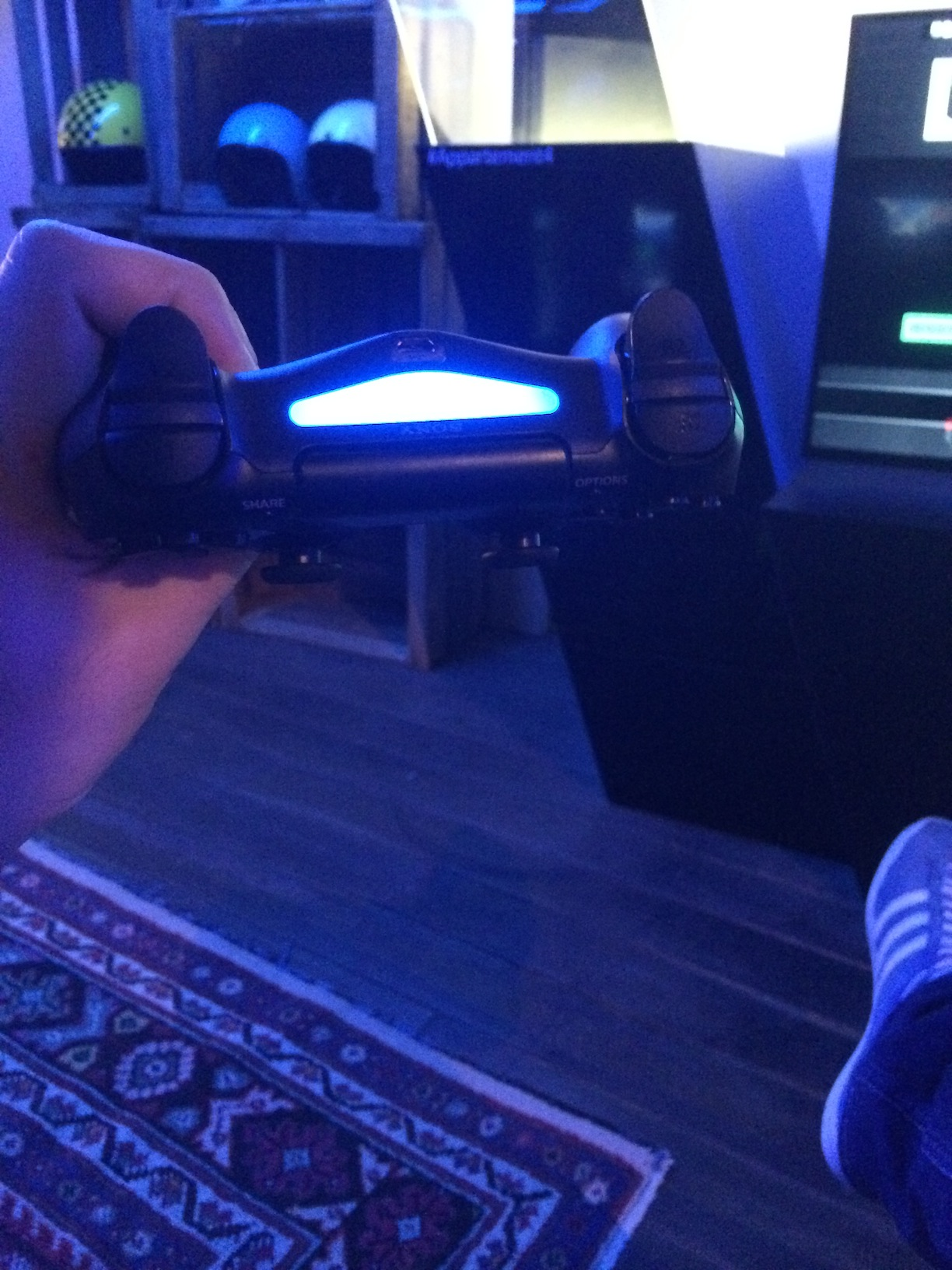 Appartement 4 Sony PS4 Dualshock tranche