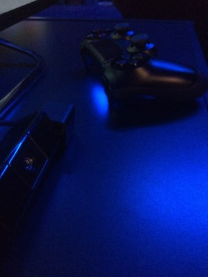 Appartement 4 Sony PS4 nuit bleuté