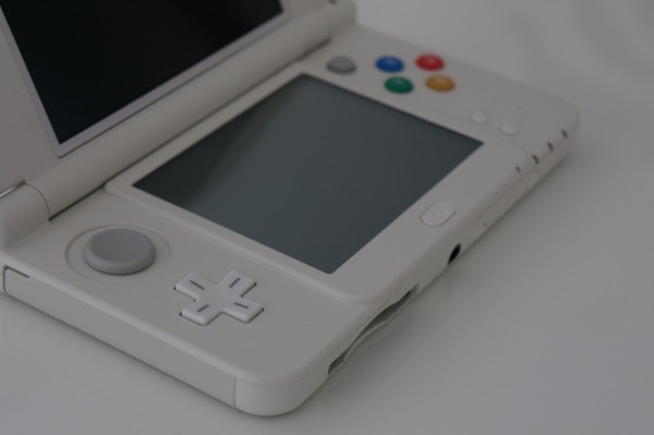 Nintendo New 3DS stick gauche