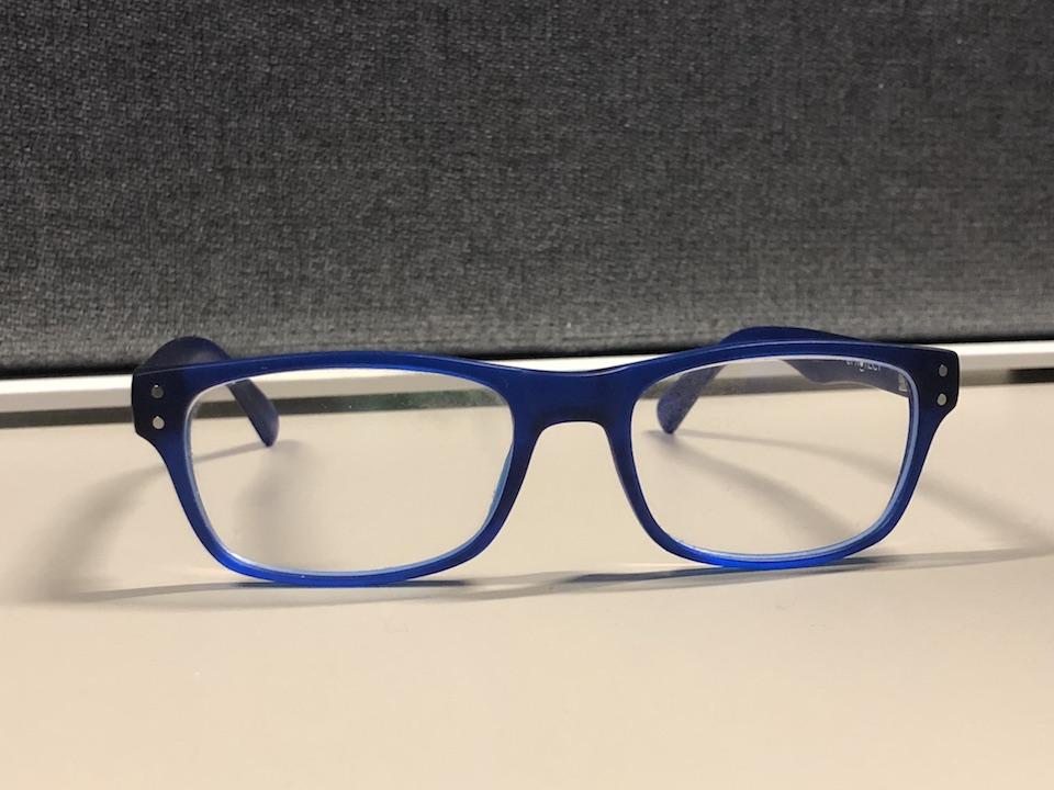 1b9a78347a5ee Krys propose donc une paire de lunettes « eProtect » à un prix abordable  (39 €) qui dispose d un filtre anti-lumière bleue. Cela fait maintenant  depuis ...